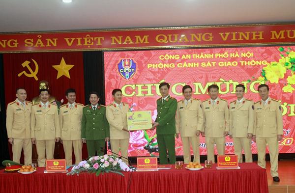 Thứ trưởng Nguyễn Duy Ngọc kiểm tra công tác ứng trực của CSGT Thủ đô - Ảnh minh hoạ 3