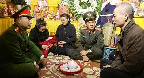CA Bắc Ninh thăm hỏi gia đình 3 CBCS hy sinh trong khi làm nhiệm vụ