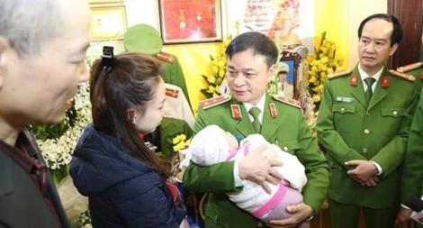 Bộ tư lệnh CSCĐ trao gần 4 tỉ đồng tới thân nhân 3 liệt sĩ hy sinh tại xã Đồng Tâm