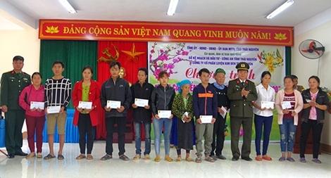 Công an Thái Nguyên chăm lo Tết cho người nghèo, gia đình chính sách