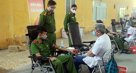 Hơn 500 cán bộ, chiến sĩ Đại học PCCC hiến máu tình nguyện