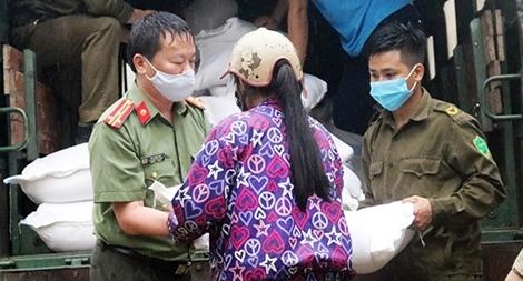 5 tấn gạo đến với bà con nghèo Ngân Sơn bị ảnh hưởng bởi dịch COVID-19