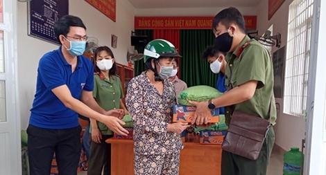 Công an Bà Rịa - Vũng Tàu chung tay giúp dân