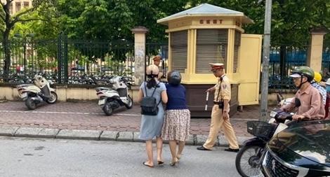 Thực hư chuyện CSGT kéo ngã 2 cô gái đi xe máy