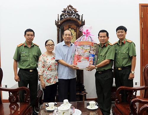 Công an tỉnh An Giang thăm hỏi gia đình nguyên lãnh đạo tỉnh và Công an tỉnh - Ảnh minh hoạ 2