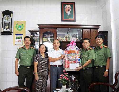 Công an tỉnh An Giang thăm hỏi gia đình nguyên lãnh đạo tỉnh và Công an tỉnh - Ảnh minh hoạ 4