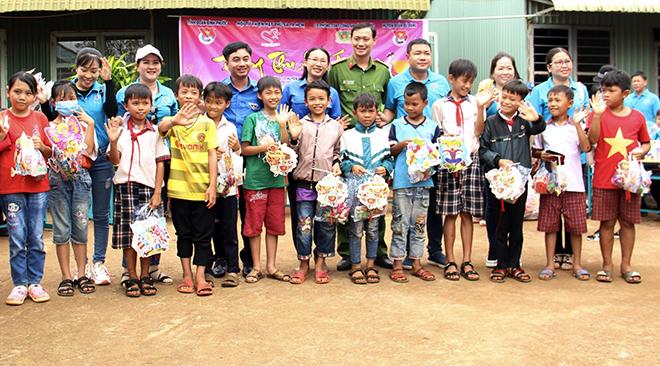 Lan tỏa Trung thu yêu thương đến thiếu nhi nghèo Bình Phước