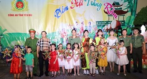 Công an tỉnh Yên Bái tổ chức vui tết trung thu cho thiếu nhi