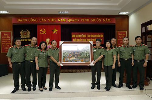 Phối hợp đẩy mạnh công tác tuyên truyền giữa Báo CAND và Công an tỉnh Yên Bái - Ảnh minh hoạ 10