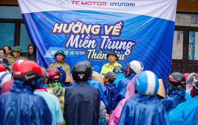 TC MOTOR trao  tận tay 4.000 phần quà tới người dân vùng rốn lũ miền Trung