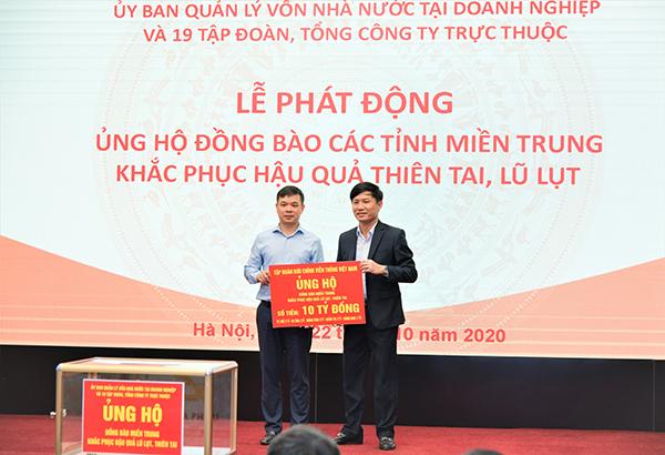 VNPT ủng hộ 10 tỷ đồng hỗ trợ 5 tỉnh miền Trung khắc phục hậu quả bão lụt
