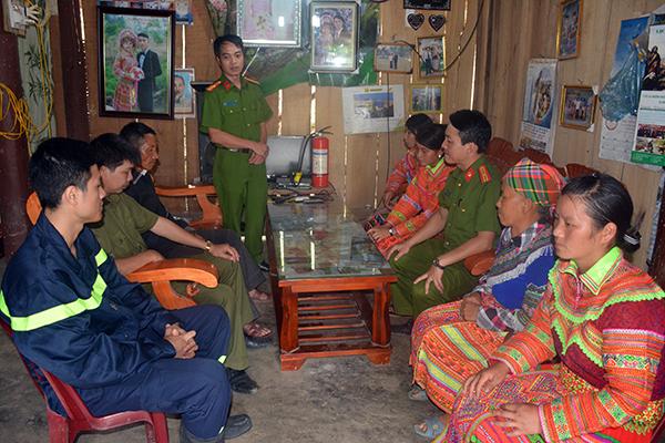 Đấu tranh với tổ chức bất hợp pháp Dương Văn Mình trong vùng đồng bào Mông