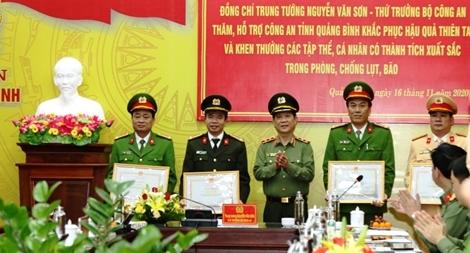 Bộ Công an hỗ trợ 3 tỷ đồng cho CBCS và nhân dân vùng lũ Quảng Bình