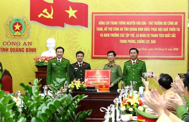 Bộ Công an hỗ trợ 3 tỷ đồng cho CBCS và nhân dân vùng lũ Quảng Bình - Ảnh minh hoạ 2