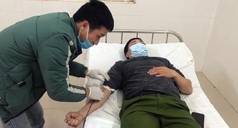Trưởng Công an xã hiến máu cứu người bị tai nạn