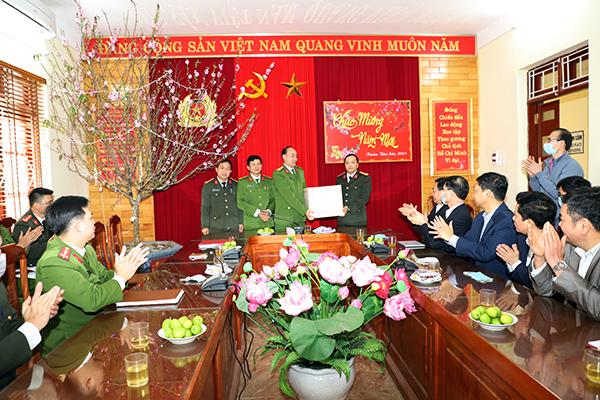 Công an tỉnh Yên Bái kiểm tra, chúc Tết tại huyện Trạm Tấu - Ảnh minh hoạ 3