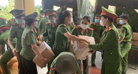Công an Quảng Trị hỗ trợ người dân TP Hồ Chí Minh nhu yếu phẩm