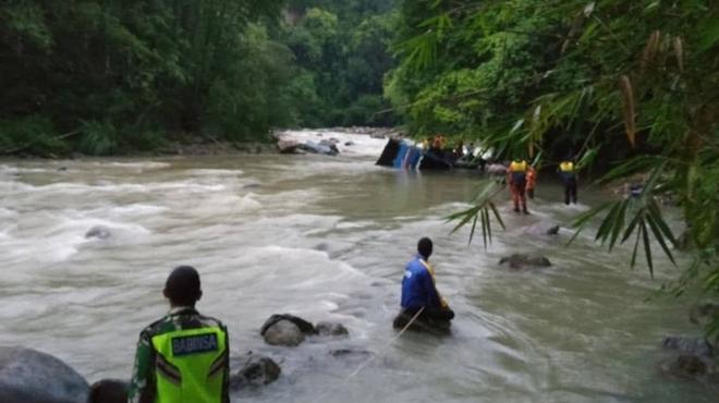 Indonesia: Xe buýt mất lái, ít nhất 26 người thiệt mạng