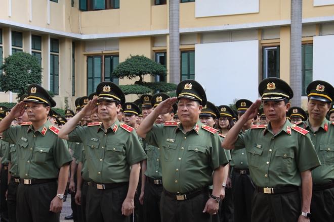 Hôm nay (6-6), toàn lực lượng CAND sử dụng trang phục xuân hè cải tiến