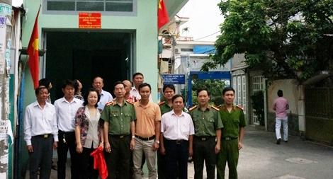 Báo Công an nhân dân tặng nhà văn phòng cho Ban điều hành khu phố