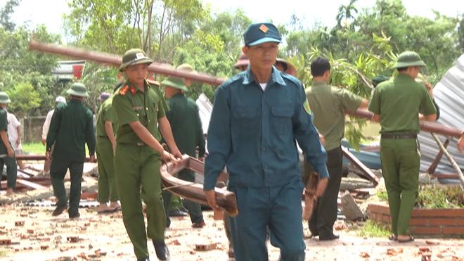 Lực lượng CAND giúp dân khắc phục hậu quả cơn bão số 2 - Ảnh minh hoạ 8