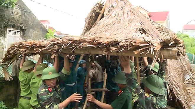 Lực lượng CAND giúp dân khắc phục hậu quả cơn bão số 2 - Ảnh minh hoạ 7