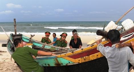 Lực lượng Công an ứng phó với áp thấp nhiệt đới và mưa, lũ