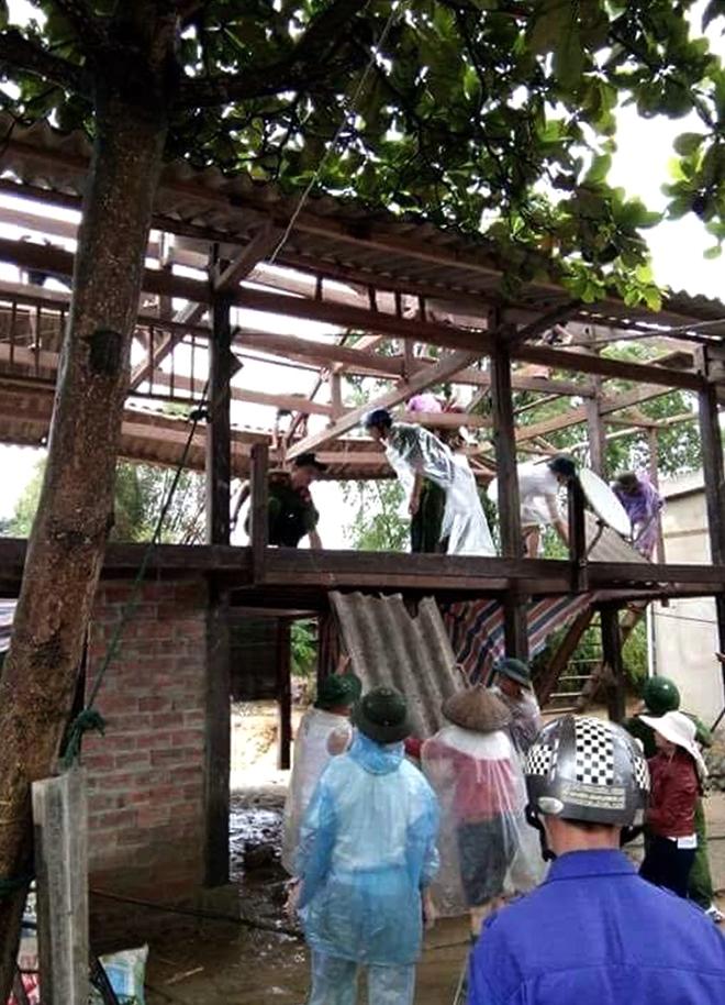 Lực lượng CAND bám địa bàn, giúp nhân dân trong mưa lũ - Ảnh minh hoạ 16