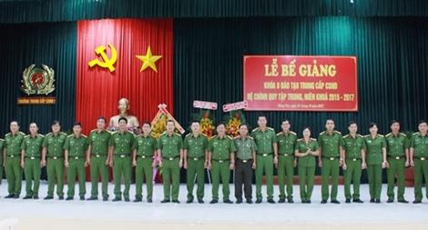 Trường Trung cấp CSND VI trao bằng tốt nghiệp cho 460 học viên