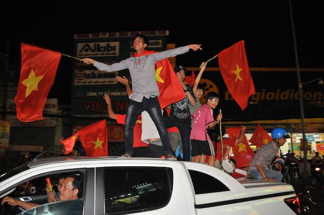 Cảnh sát trắng đêm bảo vệ bình yên sau khi U23 Việt Nam giành ngôi Á quân - Ảnh minh hoạ 3