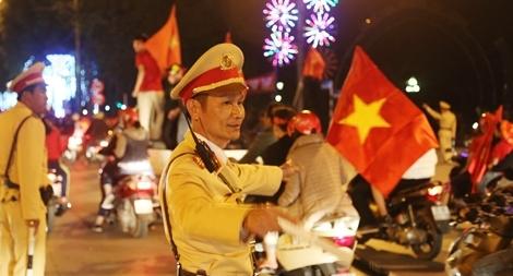 Cảnh sát trắng đêm bảo vệ bình yên sau khi U23 Việt Nam giành ngôi Á quân