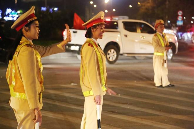Cảnh sát trắng đêm bảo vệ bình yên sau khi U23 Việt Nam giành ngôi Á quân - Ảnh minh hoạ 14