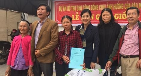 Trao tặng con giống đến nông dân khó khăn xã Giao Phong