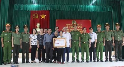 Truy tặng Huân chương Dũng cảm cho Thiếu úy Bùi Minh Quý