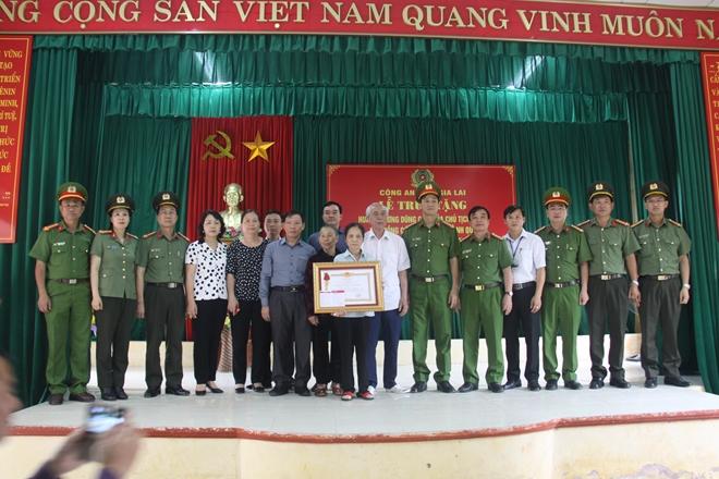 Truy tặng Huân chương Dũng cảm cho Thiếu úy Bùi Minh Quý - Ảnh minh hoạ 2