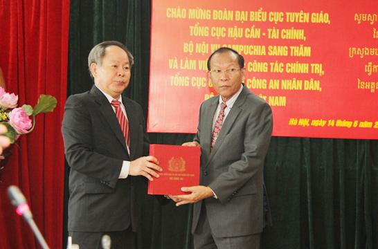 Công an Việt Nam và Campuchia trao đổi kinh nghiệm về công tác báo chí, xuất bản, bảo tàng - Ảnh minh hoạ 2