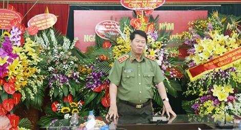 Thứ trưởng Bùi Văn Nam thăm và chúc mừng Báo CAND