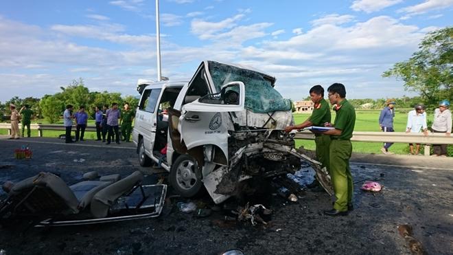Kết quả hình ảnh cho 17 người gặp tai nạn thảm khốc ở Quảng Nam trên đường rước dâu