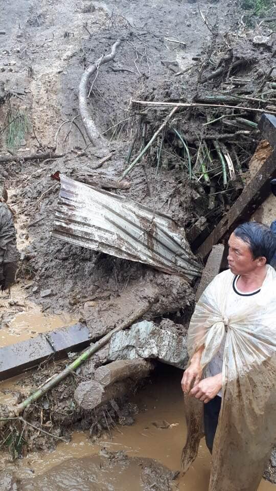 Hàng trăm CBCS Công an đang dầm mình trong mưa gió cứu giúp dân ở Vàng Ma Chải - Ảnh minh hoạ 13
