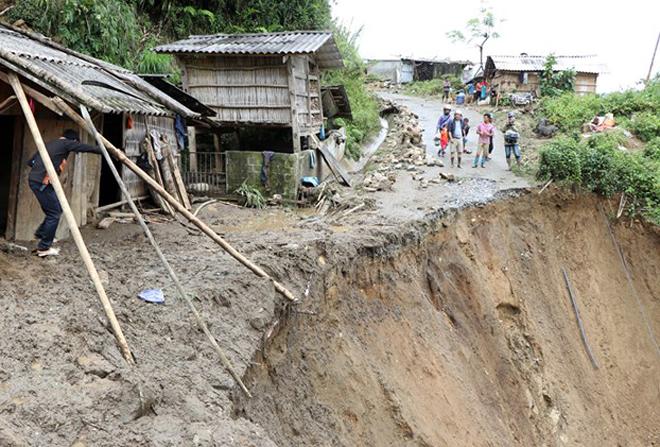 Hàng trăm CBCS Công an đang dầm mình trong mưa gió cứu giúp dân ở Vàng Ma Chải - Ảnh minh hoạ 6