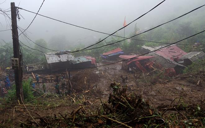 Hàng trăm CBCS Công an đang dầm mình trong mưa gió cứu giúp dân ở Vàng Ma Chải - Ảnh minh hoạ 5