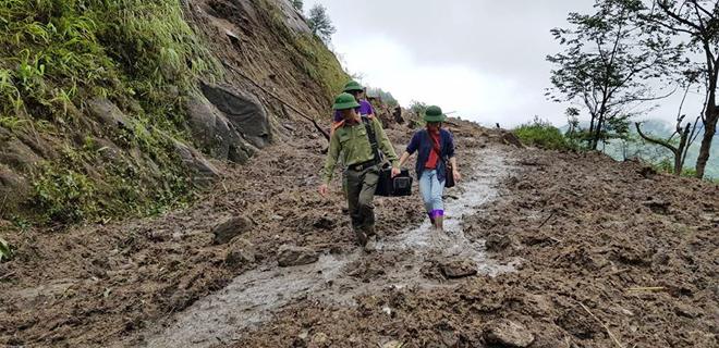Hàng trăm CBCS Công an đang dầm mình trong mưa gió cứu giúp dân ở Vàng Ma Chải - Ảnh minh hoạ 3