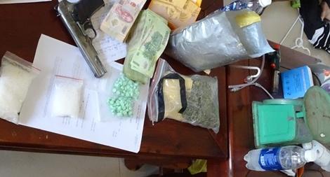 Khen thưởng 6 tập thể, cá nhân phá đường dây mua bán ma túy và vũ khí