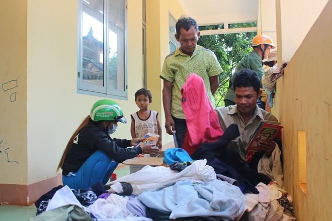 Quầy hàng cũ miễn phí, đậm tình người nghèo vùng giáp biên Bình Phước
