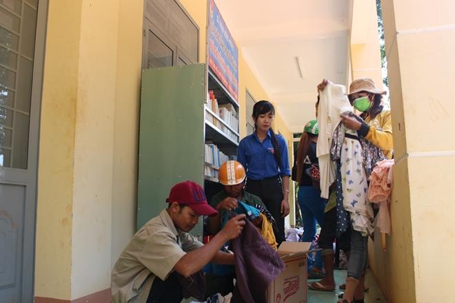 Quầy hàng cũ miễn phí, đậm tình người nghèo vùng giáp biên Bình Phước - Ảnh minh hoạ 2