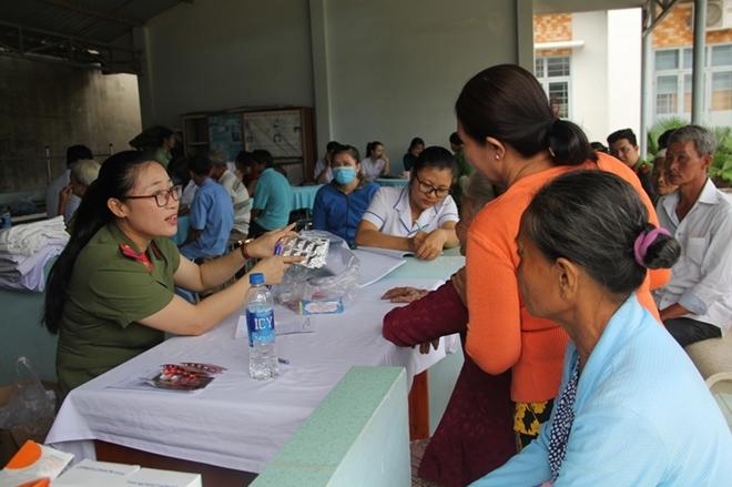 Khám bệnh, phát thuốc miễn phí cho người nghèo ở Tây Ninh