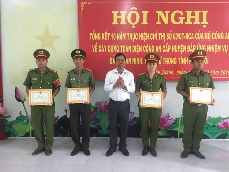 Khen thưởng 10 tập thể, cá nhân xuất sắc đấu tranh với tội phạm