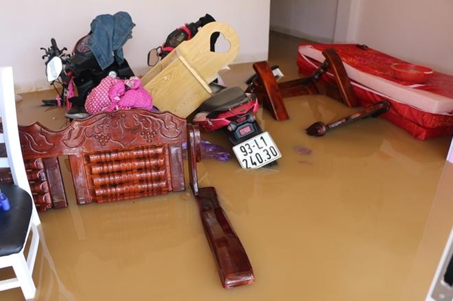 Hàng trăm CBCS Công an Bình Phước cứu dân vùng lũ - Ảnh minh hoạ 2