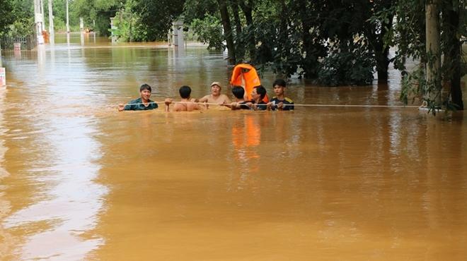 Hàng trăm CBCS Công an Bình Phước cứu dân vùng lũ - Ảnh minh hoạ 3