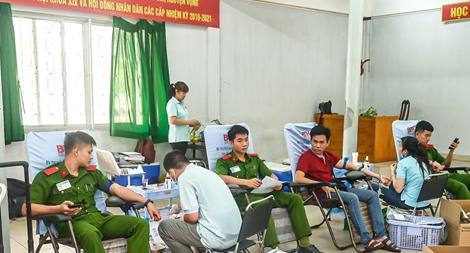 Hơn 200 giáo viên, sinh viên Cảnh sát hiến máu cứu người